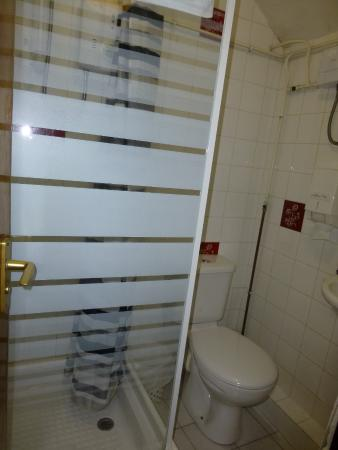 Richmond Hotel: bathroom (most rooms ensuite, not ours)