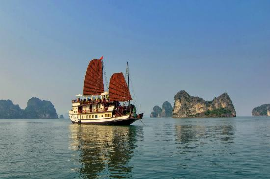 Bai Tu Long Bay Cruise - Day Cruise