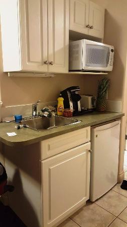 Inuvik Capital Suites: Kitchenette