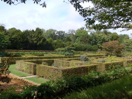 Cellettes, Francja: Modern garden