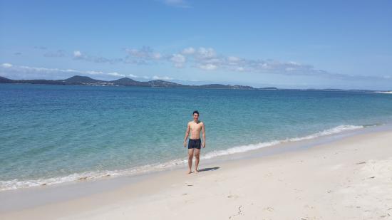 Hawks Nest, Australien: Sparkling blue water and white sand