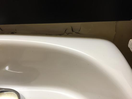 GuestHouse Suites El Paso Airport: sink at wall