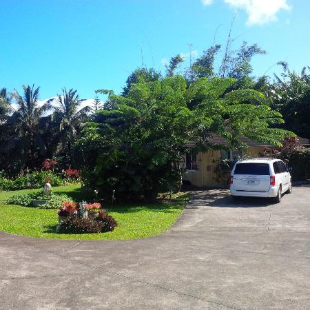 Maui Ocean Breezes: View of the cottage from the driveway