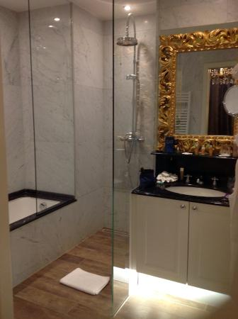 Hotel Heritage - Relais & Chateaux: The bathroom