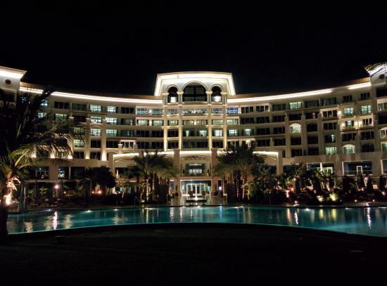Walkway to pool picture of waldorf astoria dubai palm for Astoria hotel dubai