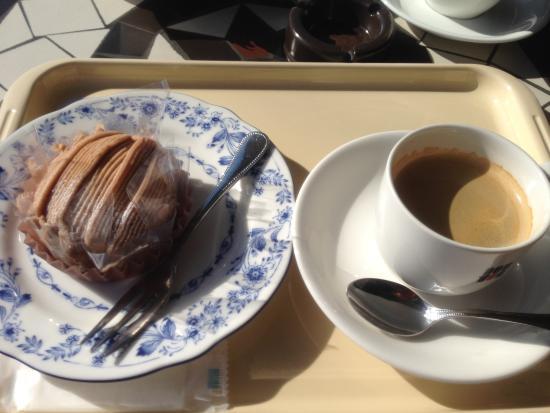 Kazo, Japón: モンブランと今日のコーヒーのセット テラス席で楽しみます