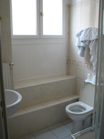 Hotel Petit Palace: Ванная комната