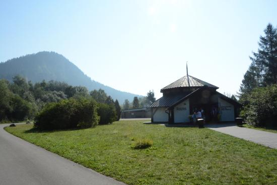 Sromowce Nizne, Poland: Pieniny National Park entrance pavilion in Kąty