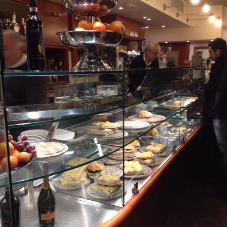 Caffe Michelangiolo: витрина)