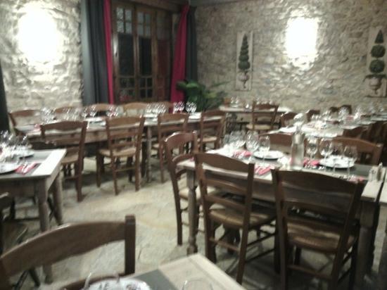 Le Relais du Pouzat: grande salle du restaurant