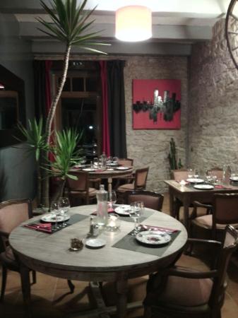 Le Relais du Pouzat: petite salle du restaurant