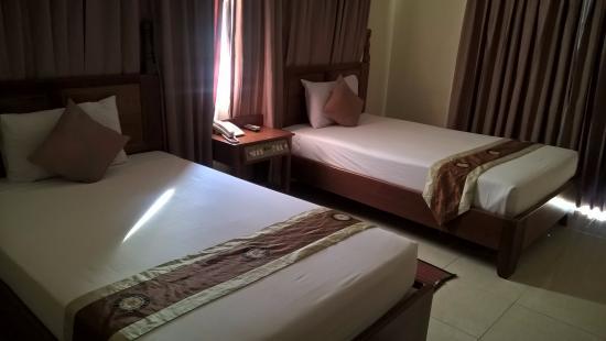 Dara Reang Sey Hotel Phnom Penh: ห้อง ริมถนน หน้าต่างสองฝั่ง