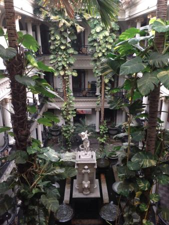 The Grand Palace Hotel Malang : Green atmosphere