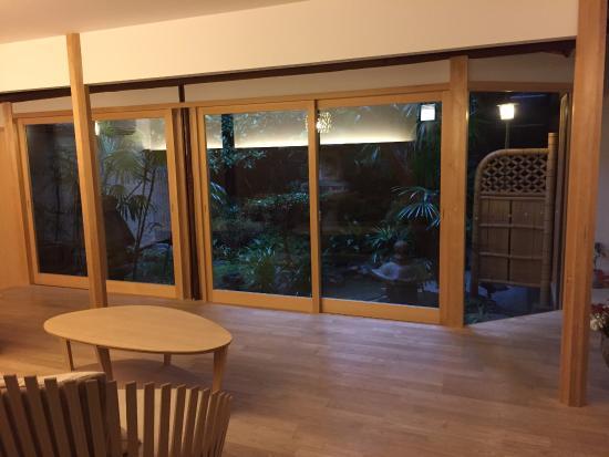 Traditional Kyoto Inn Serving Kyoto Cuisine IZUYASU: Looking toward the garden