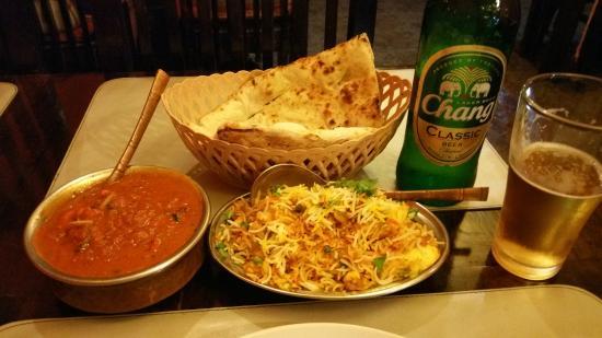 Rajdarbar Indian Restaurant: Naan, chicken tikka masala, egg, biryani