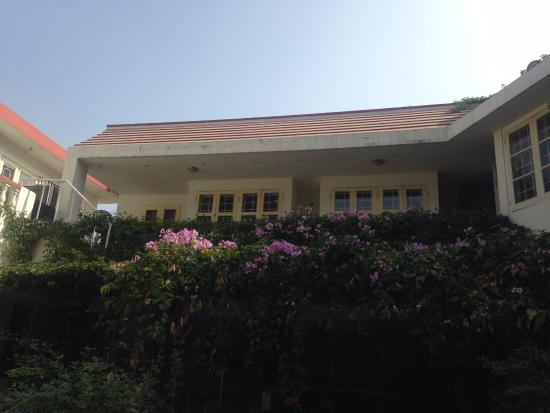 Colonel's Homestead Jaipur: flowers