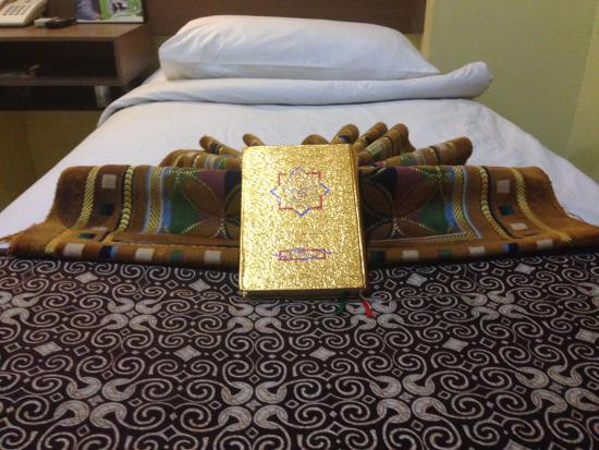 Bunda Hotel, Bukittinggi: Alquran and Sajadah available on the room