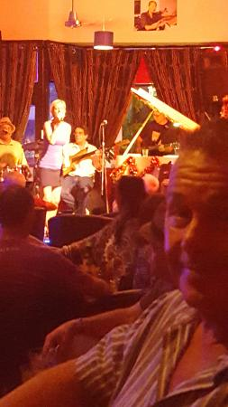 Bernie's Jazz and Piano Cafe: Band with guest singer