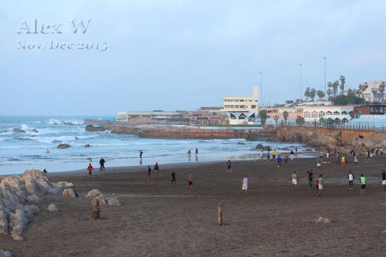 Casablanca, Marruecos: Station 4 of Ain Diab beach with the Corniche in distance