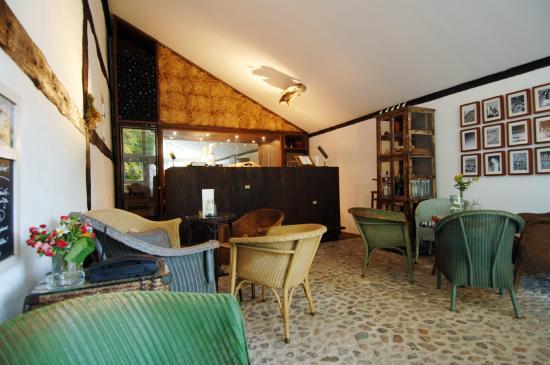 der bootssteg mit hauseigenem segelboot bild von seehotel neuklostersee neukloster tripadvisor. Black Bedroom Furniture Sets. Home Design Ideas