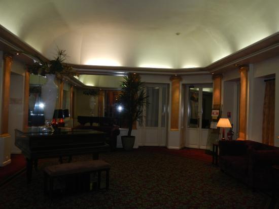 Normandy Hotel: Lobby