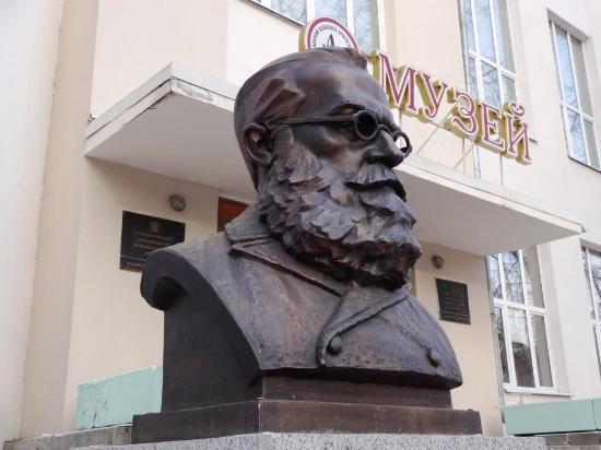 Onisim Kler Monument