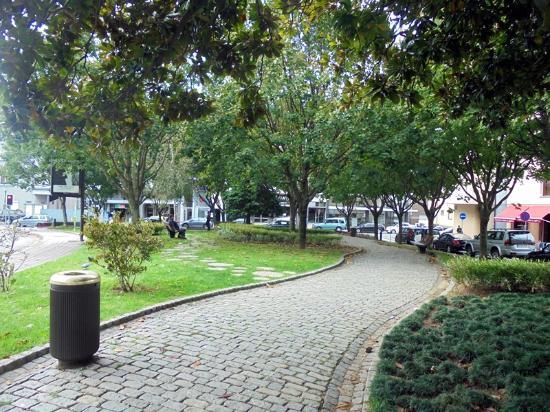 Praça da Rainha D. Amélia Garden