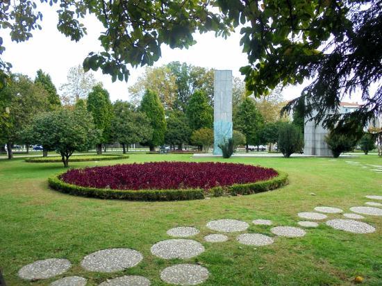 Doutor Francisco Sa Carneiro Garden)