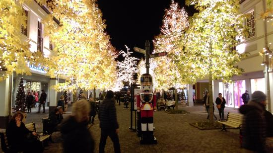 designer outlet roermond christmas decorations