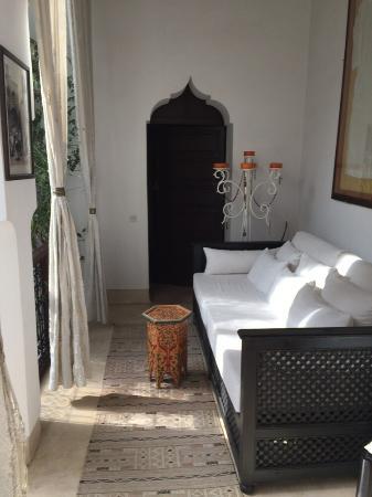 Riad Des Eaux et Des Epices: sitting area outside our room on first floor