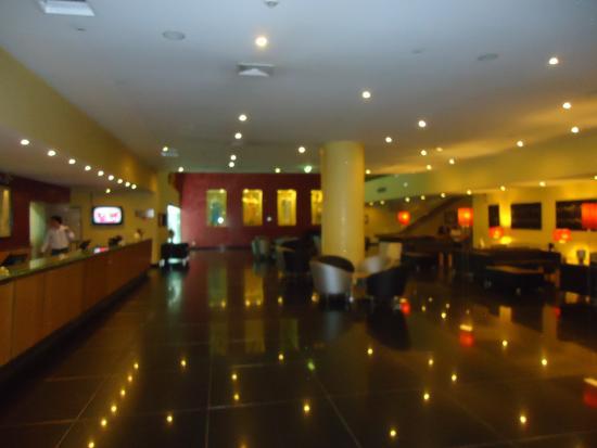 Vila Galé Ópera: Hall do hotel, vista da recepção