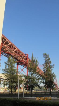 Vila Galé Ópera: Ponte 25 de abril, sobre o Rio Tejo, ao lado do Hotel