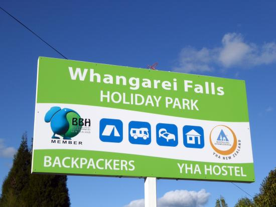 Whangarei Falls Holiday Park & BBH Backpackers: Sign of Holiday Park
