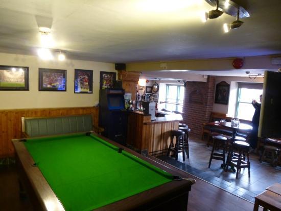 Drimoleague Inn: Bar area with pool table