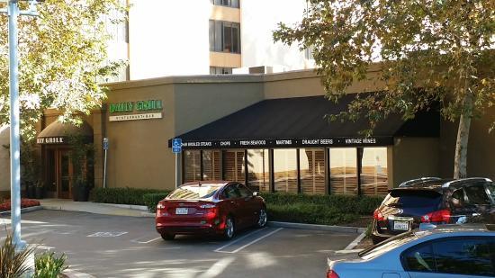 Daily Grill - Burbank Marriott Hotel: Отличный ресторан