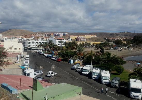 Apartamentos Los Marinos: Los Marinos (bak til venstre) med nærområde, inkl. strand