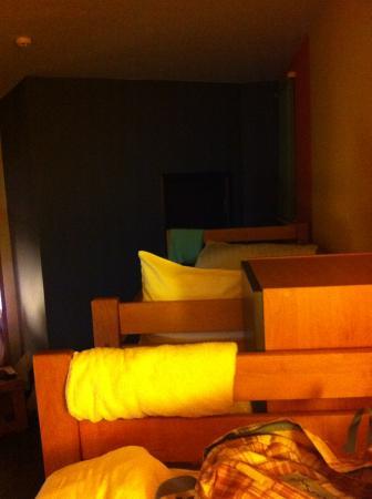 Dream House: комната для 8 девушек