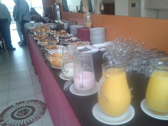 America Plaza Hotel: desayuno americano