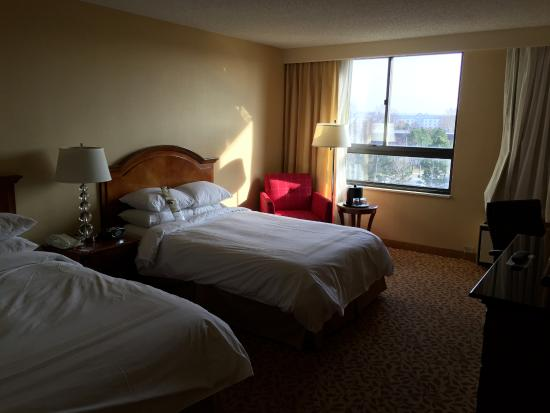 Albany Marriott: Double room was spacious
