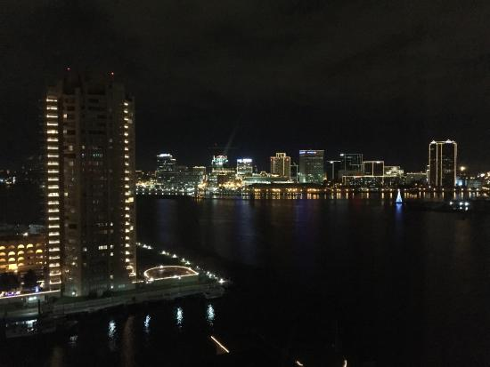 Renaissance Portsmouth-Norfolk Waterfront Hotel: Night time view of Norfolk from 15th floor