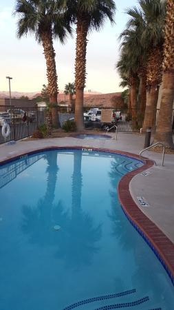 Hampton Inn St. George: Outdoor pool/spa