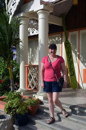 Best of Barbados Gift Shop: Walking around