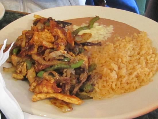 Johns Creek, جورجيا: рис с мясом - вкусно!