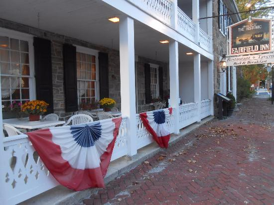 Fairfield, Pensylwania: Front Porch bunting
