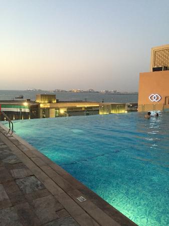 Sofitel Dubai Jumeirah Beach Infinity Pool