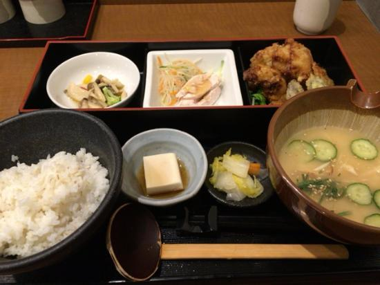 Torigyozasenmonten Yoshida: 鶏天のランチ
