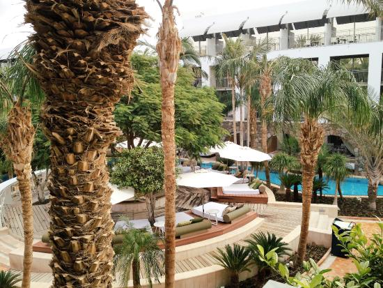 Isrotel Agamim: Looking from the patio down to the pool level