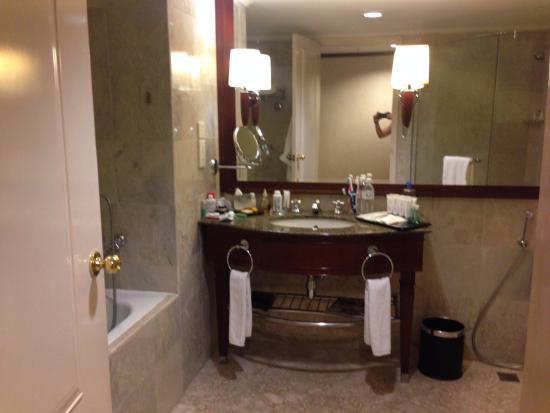 le meridien kota kinabalu bathroom
