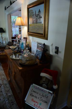 At Journey's End Bed & Breakfast: Reception desk displays