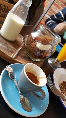 Shaky Isles Coffee Co. : Caffè e yogurt